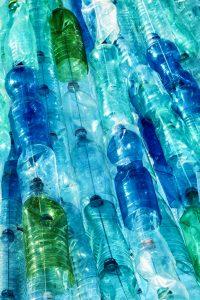 Bottiglie-di-plastica-200x300 Risparmio e meno plastica